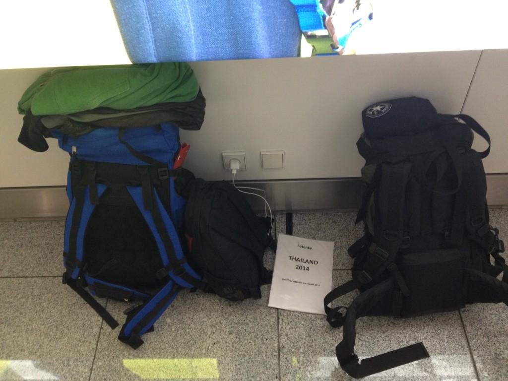 Sbalené věci do Thajska na letišti v Mnichově