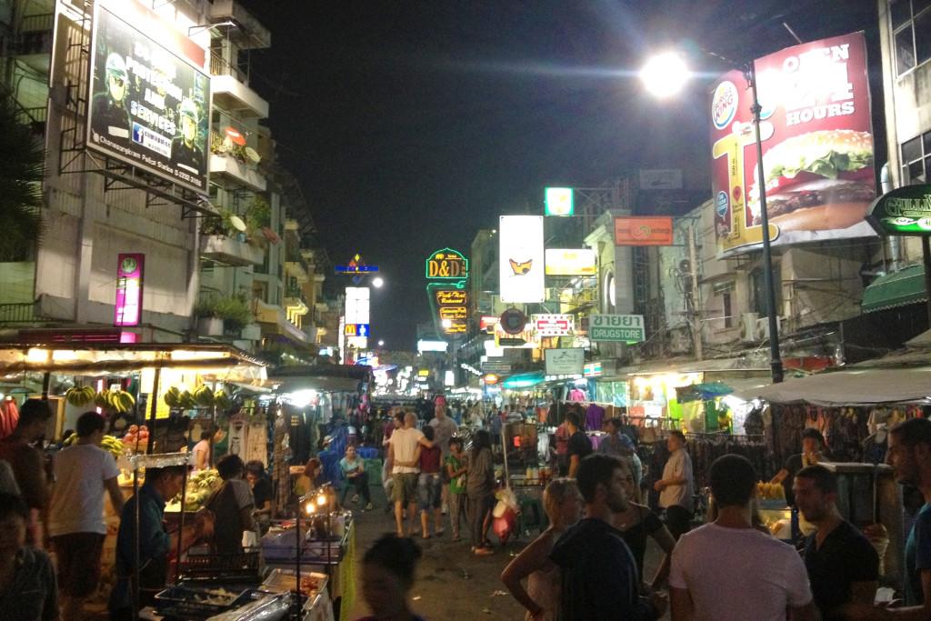 Noční život na Khao San road