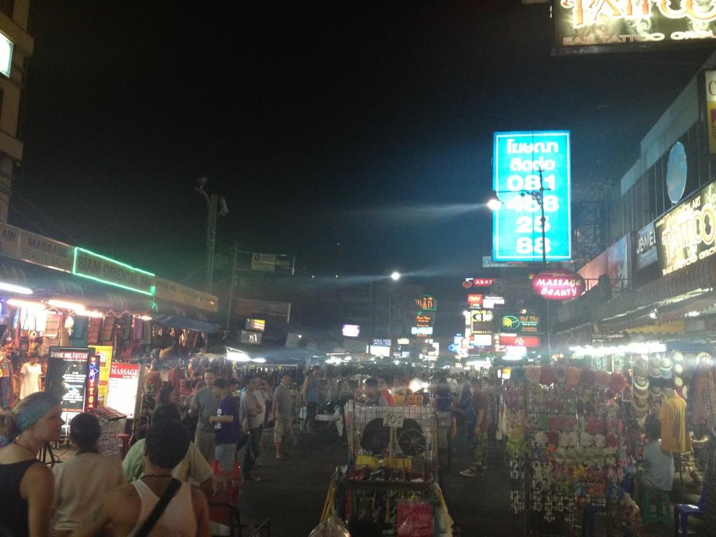Rozžhavená noční Khao san
