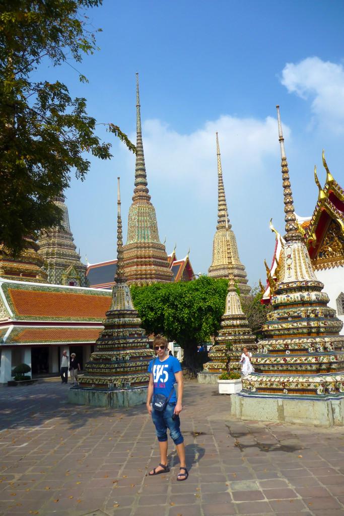 Miki v chrámu Wat Pho čumí :D