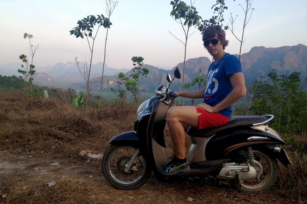 Pujčení skútru v Thajsku