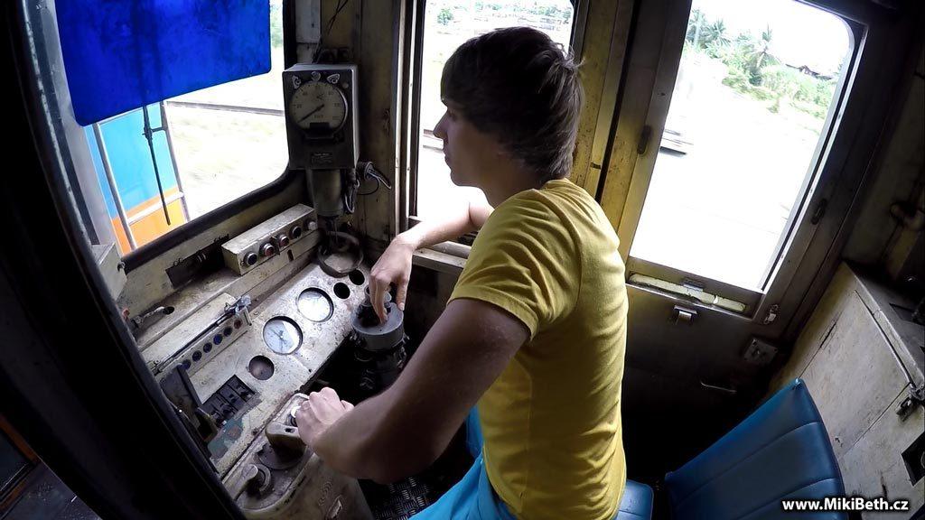 vlak do Nakhon Pathom