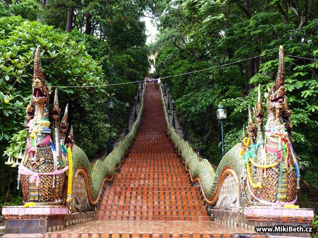 schody na Wat phra that doi suthep